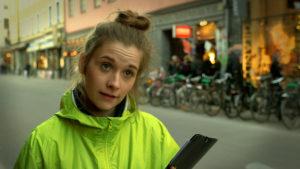 Mikaela Knapp som Röstmäklarnas gatuambassadör Stina Nordsten